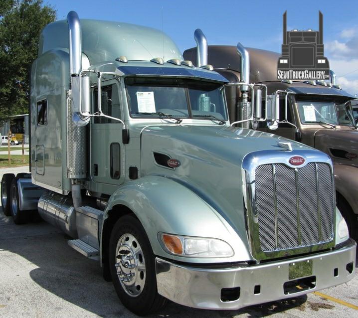 Pictures of Peterbilt Trucks at SemiTruckGallery.com